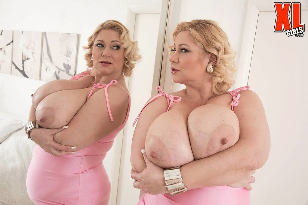 Samantha 38G Big Boobs Seeing Double