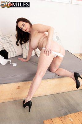 Veronika Vixon Pink, wet and deep