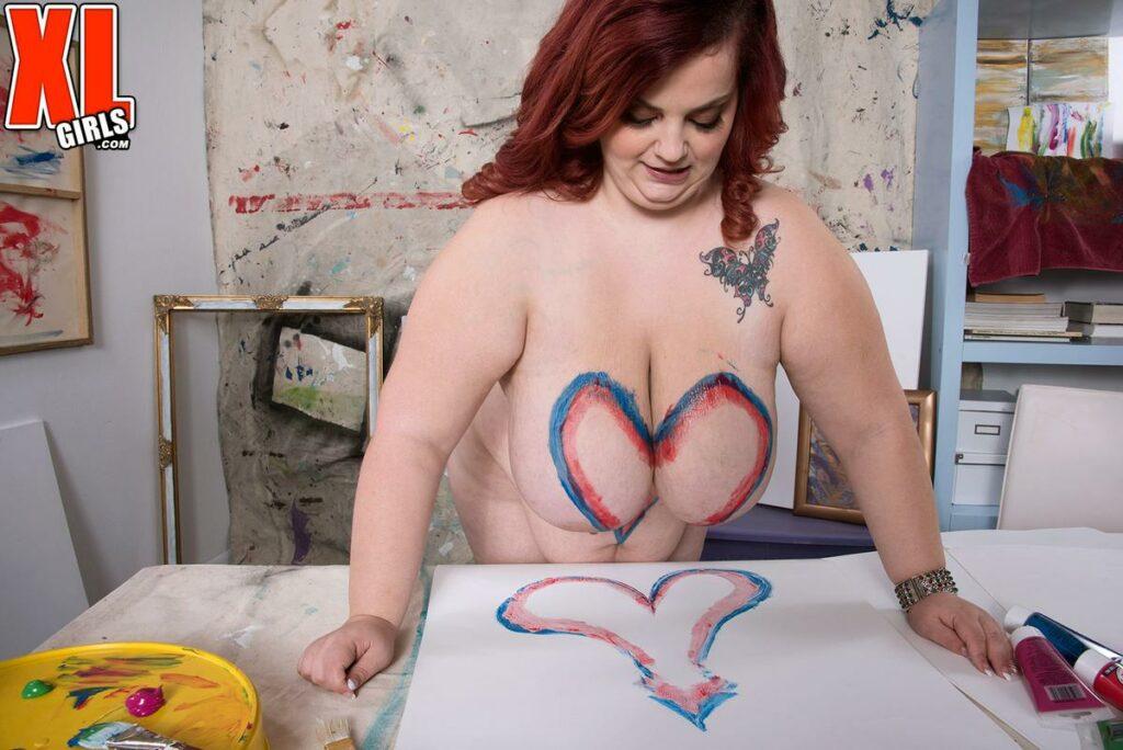 Sashaa Juggs painting heart on her own breast ⋆ Happy Big Boobs